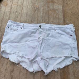Torrid white shorts size 22